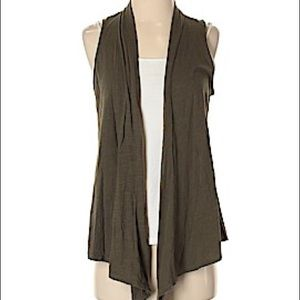 {American Eagle} gray sleeveless cardigan/vest